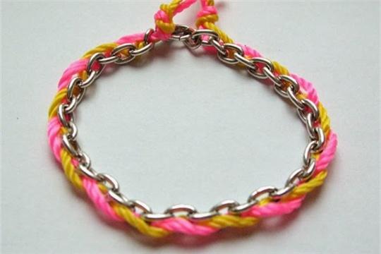 Chain & thread bracelet