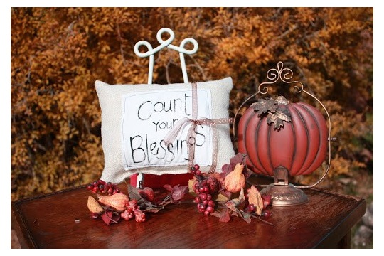 DIY Thanksgiving Decor Painted Burlap Pillow