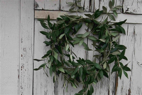 Make your own easy holiday wreath
