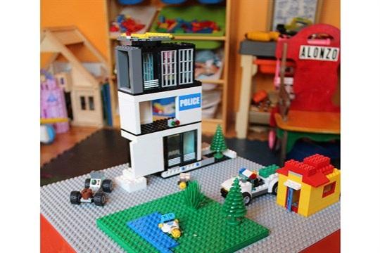 Impromptu Project DIY Lego Table
