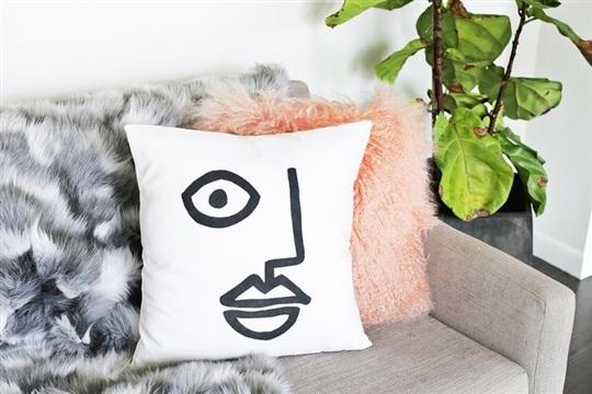 Abstract Face Pillow DIY