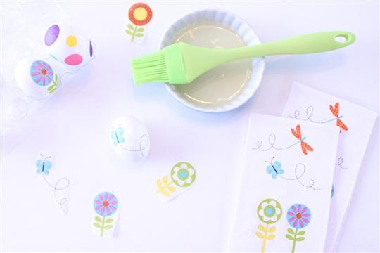 No Mess Easter Egg Hack Using Paper Napkins