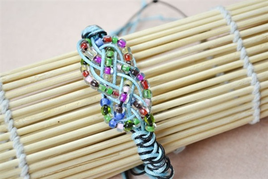 How to Make a Sailor Knot Friendship Bracelet with Pony Beads