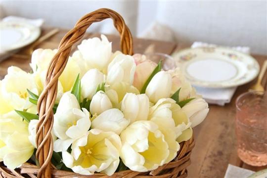 Spring Centerpiece Tutorial |Basket of Tulips