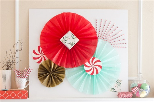 Holiday Photobooth Backdrop (+ Tissue Paper Fan Tutorial!)