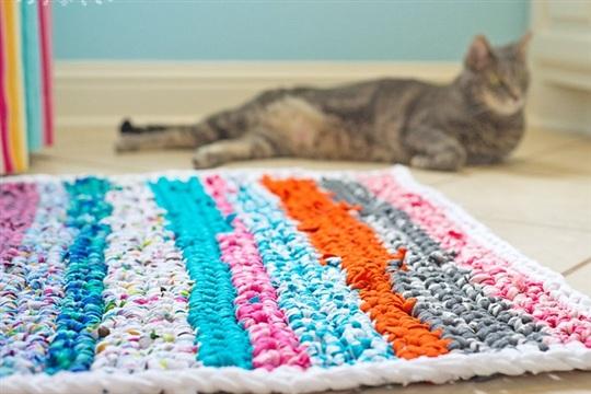 Crocheted Rag Rug (using fabric scraps)
