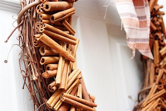 Door Wreath DIY Cinnamon Stick Wreath Tutorial