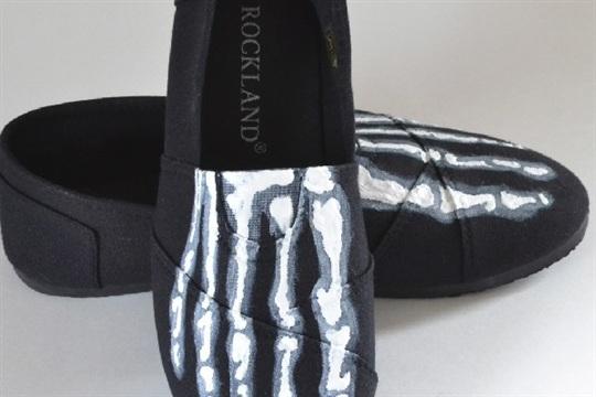 Painted Skeleton Feet Shoes Tutorial