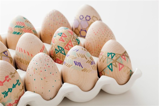 How to Make Wooden Easter EggsFor Free!
