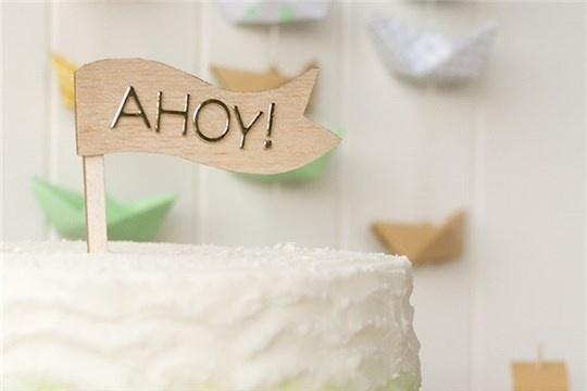 DIY FLAG CAKE TOPPER AND PAPER BOAT BACKDROP FOR SWEET MAG