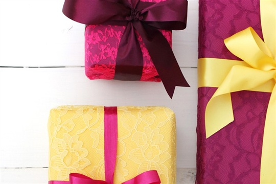 Try This Wrapping Gifts with Fabric Lace