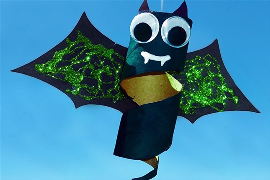 Cardboard Spinning Bats Halloween Craft